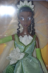 Tiana Limited Edition Doll 2698 / 5000 (Girly Toys) Tags: la princesse et grenouille the princess frog disney tiana naveen louis ray le docteur facilier mama odie big daddy charlotte james eurdora collection limited edition limitée doll 2698 5000 missliliedolly miss lilie dolly aurelmistinguette girly toys collectible girlytoys
