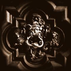 il portone del diavolo (Rino Alessandrini) Tags: door detail history torino palace frieze hidden devil legend palazzo turin curiosity diavolo portone dettaglio storia fregio curiosità leggenda occulto torinomisteriosa thegateofthehell torinoocculta palazzotrucchidilevaldigi turinmysterious ilportonedeldiavolo