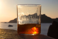 cheers! (_esse_) Tags: sardegna sea sky ice glass barca tramonto mare ship cielo cheers rocce spritz brindisi capotesta nuovo propositi mezzopienoomezzovuoto sololalucemicatantoaltromaunpocoallavoltamibastaper