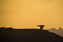 Elogio del horizonte (Rafacabrera) Tags: atardecer gijn asturias cerro elogio chillida horizonte cerrosantacatalina