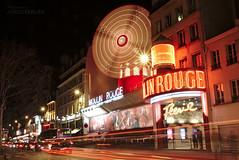 Moulin Rouge (Jorge Tarlea) Tags: longexposure red music paris france windmill rouge dance song montmartre molino entertainment cabaret moulinrouge drama francia parís recitation redmill molinorojo