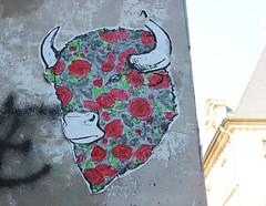 Taureau fleuri (Anne-Christelle) Tags: flowers red streetart paris animal collage fleurs rouge bull marais artderue taureau
