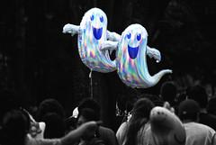 mejores amigos siempre BFF (Momoztla) Tags: momoztla mexico coyoacan globos helio fantasmas ghost helium cut out desaturado selectivo splash