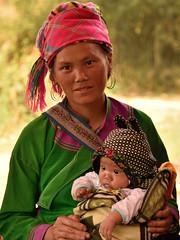 DSC_4324 (Omar Rodriguez Suarez) Tags: woman mujer child mother vietnam mum sapa hmong