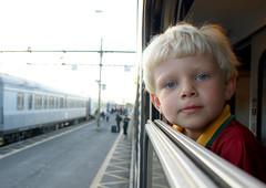 Filip på tågresa (in explore) (Michael Erhardsson) Tags: travel window station barn explore 2008 resa plattform tåg järnväg reser pojke vännäs tågresa resenär ombord åkatåg tittarut påtåget vidfönstret