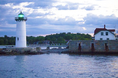 Portsmouth Harbor Lighthouse, New Castle, New Hampshire (nelights) Tags: usa lighthouse newcastle newhampshire portsmouth fortpoint piscataqua portsmouthharbor piscataquariver fortpointlighthouse fortconstitution portsmouthharborlight fortpointlight portsmouthharborlighthouse wbnawnenh