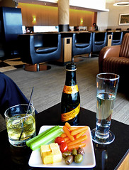 photo - Admirals Club, SFO (Jassy-50) Tags: sanfrancisco california food photo chair drink sfo champagne lounge liquor airline scotch americanairlines aa sanfranciscoairport admiralsclub flyertalk nibblies airlinelounge americanairlinesadmiralsclub aaadmiralsclub