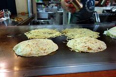 DSC09848 (miaaam) Tags: japan hiroshima lopez okonomiyaki