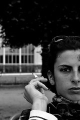 Lidia (Vittoria Lazzeri) Tags: city summer portrait people bw holiday paris face monocromo piano jardin bn primo tuileries cigarettes bianco nero parigi faccia
