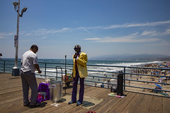 "Guy Singing ""Wonderful World"" (etzel42) Tags: ocean california santa ca pier santamonica socal monica boardwalk westcoast"