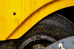 Digger (simmosimpsonphotography) Tags: digger jcb tar wheel yellow black tire