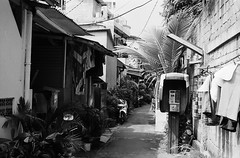 Telepon (Telephone) (Purple Field) Tags: kodak retina iic rangefinder schneider kreuznach reinaxenon 50mm f28 fuji neopan iso400 presto bw monochrome film 35mm analog jakarta indonesia street alley walking telephone telepon