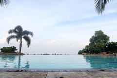 20160611_084130 (yaoifest) Tags: resort swimmingpool timberland