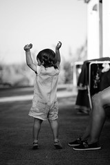 Freedom Scream (FranciscoEvangelista) Tags: family blackandwhite bw baby classic kids contrast mom freedom blackwhite holidays raw fuji daughter scream fujifilm luis f2 moment 90mm alentejo so acros xf filmsimulation xpro2 cortenovadapreguia