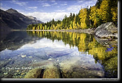 Autumn at Lake McDonald (Daryl L. Hunter - Hole Picture Photo Safaris) Tags: glaciernationalpark unitedstates usa lakemcdonald refelction autumncolor fallcolors peaceful calm tranquility clearwater ginclear