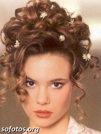 Penteado com flor para noiva