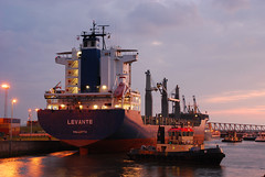 Levante (larry_antwerp) Tags: haven port ship belgium vessel antwerp schip levante bertling 9291987