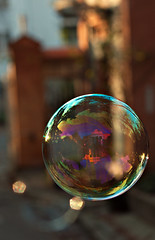 "Bubble in ""Jardin de l'Observatoire""@Toulouse, France. (gringerberg) Tags: france color canon french photography europe reflet reflect bubble toulouse couleur bulle soapbubble jardindelobservatoire villerose       canon50mnf18 gringerberg kodachrome64script"