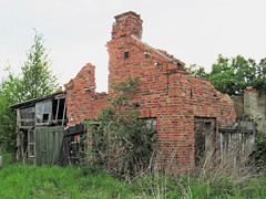 Abandoned house (.patrick.) Tags: house building brick abandoned decay ruin haus ruine disused outhouse gebude verlassen collapsed outbuilding backstein clinker ziegel verfall klinker ziegelstein nebengebude leerstehend eingestrzt
