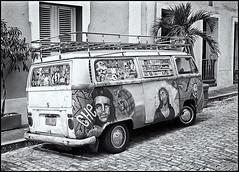Volky y Arte Urbano (Volky & Urban Art) (Black and White Fine Art) Tags: street kodak puertorico trix streetphotography sanjuan kodaktrix yashica fotocallejera kodakd76 volky yashicaministerd fotografiacallejera fotourbana yashinon45cmf28 silverefexpro2