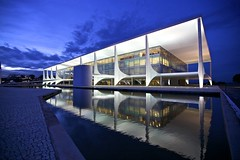 Planalto Palace - Brasilia (Francisco Arago) Tags: blue brazil sky reflection latinamerica southamerica niemeyer horizontal braslia arquitetura brasil architecture night clouds buildings reflections photography design df colours photographer nightshot postcard columns bluesky palace cu structure unesco noite form bluehour fotografia formas reflexo reflexos fotgrafo palcio distritofederal fotonoturna rampa amricadosul amricalatina colorido nvens cuazul praadostrspoderes oscarniemeyer colunas estrutura cudebraslia cartopostal planaltocentral espelhodgua obraprima planopiloto arquiteturamoderna obradearte repblicafederativadobrasil edificaes pontoturstico linhadohorizonte parlatrio canonef1635mmf28lii canoneos5dmarkii atraoturstica arquitetooscarniemeyer franciscoarago projetodeoscarniemeyer palaciodoplanalto brasiliapatrimoniodahumanidadeunesco workplaceofthepresidentofbrazil
