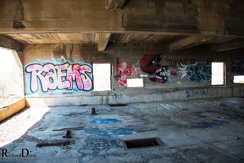 Photographing the Abandoned Hales Hunter Red Rooster Red Comb feed Factory - Urbexing Chicagoland