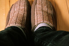 pantoufles (sweZr) Tags: brown yellow cozy slippers brun pantoufles