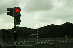 20130605-DSC_4994 (thuratheinmaung) Tags: red monochrome trafficlight highway uae