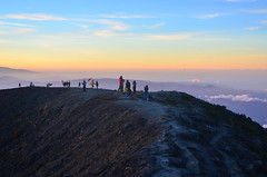 Pesona Puncak Ciremai (qefy) Tags: hiking hijab gunung awan sahabat kuningan langit pemandangan agustus mendaki bendera persahabatan liburan semangat merahputih jawabarat renungan ciremai kebersamaan pegunungan muncak gunungciremai puncakgunungciremai pendakiangunungciremai