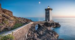Kermorvan avant la nuit (Teaspoon29) Tags: lighthouse seascape france night landscape brittany bretagne paysage nuit phare aout finistre leconquet sigma1020 2013 penarbed kermorvan