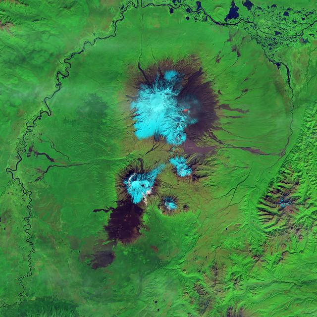 Lava and Snow on Klyuchevskaya Volcano [high res]