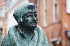Statue of Erasmus (Nick in exsilio) Tags: sculpture leuven statue erasmus belgium louvain humanist humanism collegiumtrilingue desideriuserasmus drietalencollege collegiumtriarumlinguarum