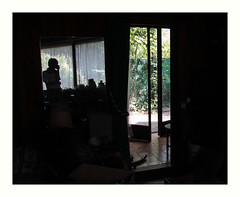 Un t dans la datcha (hlne chantemerle) Tags: soleil noir photographie silhouettes porte miroir paysage extrieur fentre clair reflets intrieur ombres obscur