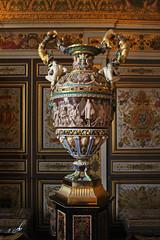 Urn (skipmoore) Tags: urn chteaudefontainebleau