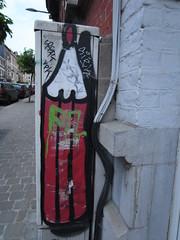 Crayon rouge (Anne Robertz) Tags: brussels streetart pencil graffiti bruxelles crayon brussel crons