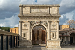 Cinecitt, Arco de Triunfo. (bervaz) Tags: italy rome roma clouds arquitectura italia cine nubes carlzeiss 2470mm imperioromano carlzeisssonnart sonyvariotessartfe2470mmf4zaoss ilce7r2
