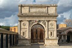 Cinecitt, Arco de Triunfo. (bervaz) Tags: italy rome roma clouds arquitectura italia cine nubes carlzeiss 2470mm imperioromano carlzeisssonnart sonyvariotessartfe2470mmf4zaoss ilce7r2