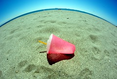 Pink Cup (nothinginside) Tags: pink fish eye beach cup glass rose reflex spain pentax rosa concepcion playa andalucia plastic espana cadiz campo andalusia gibraltar occhio spiaggia vaso spagna bicchiere pesce lalinea 2016 cadice gibilterra