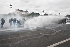 Paris - Grve Gnral (Melissa Favaron) Tags: paris france riot police gas francia parigi polizia sciopero clashes feriti scontri lacrimogeni blesss scioperogenerale scioperonazionale grevegeneral loidutravail grevenational