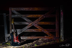 (FotografiaAP) Tags: lightpainting countryside guitar guitarra tranquera