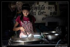 En las cocinas (meggiecaminos) Tags: thailand chica market bangkok cook streetphotography tailandia mercado teenager mercato thailandia joven urbanlandscape ragazza cocinera cuoco fotografaurbana