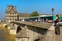 Paris / Traffic on the Pont du Carrousel (Pantchoa) Tags: paris france seine pont pontducarrousel bus gens taffic louvre muse architecture btiment nikon d7100 24mmf18ged rverbre eau crue ligne70 pierre