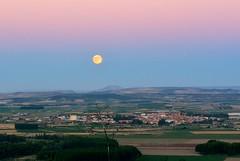 LUNA LLENA (6toros6) Tags: naturaleza color verde primavera luz azul noche nikon paisaje luna cielo alfredo nocturna campo sombras horizonte navarra aficionados flickr12days