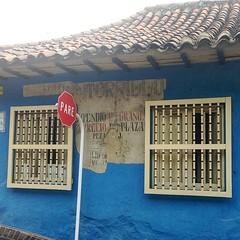 upload (carocampalans) Tags: azul square ventana pared calle bogot ciudad squareformat muralla barrio pare venta urbanismo vender comercio seal negocio lacandelaria iphoneography instagramapp uploaded:by=instagram