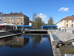 alingss (helena.e) Tags: reflection bus alingss bro buss storatorget wallins korvkiosk lilln lillatorget helenae