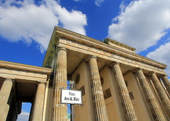 The Brandenburg Gate (L. Felipe Castro) Tags: city berlin germany photographer capital berlim alemanha fotografo luizfelipecastro luizfelipedasilvadecastro