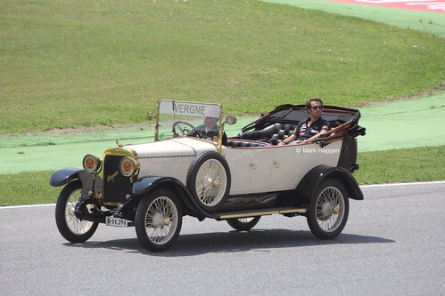 Jean-Eric Vergne in the Drivers' Parade at the 2013 Spanish Grand Prix