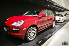 Porsche Cayenne GTS (rbpdesigner) Tags: slr cars tourism car germany deutschland europa europe stuttgart culture voiture coche porsche carro 5d autos turismo allemagne  cultura coches alemanha dreammachine porschemuseum bundesrepublikdeutschland badenwrttemberg sonhodeconsumo bundesland  esportivo llens canoneos5d weilimdorf canonllens ferdinandporsche superesportivo  lentel canonef1635mmf28liiusm estugarda velhomundo  bundeslandbadenwrttemberg velhocontinente mquinadossonhos repblicafederaldaalemanha museuporsche schtzenbhlstrase schwieberdingerstase bahnneuwirtshaus