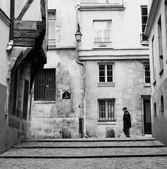 Parisien in the Alley (Purple Field) Tags: street bw paris france 120 6x6 tlr film monochrome analog rolleiflex square alley kodak trix 400tx medium   f28  schneider kreuznach 80mm    28f  xenotar        stphotographia x