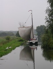 12 - 2004 -  River Waveney at Geldeston. (RTW501) Tags: norfolkbroads geldeston wherry riverwaveney wherryhathor wherryolive